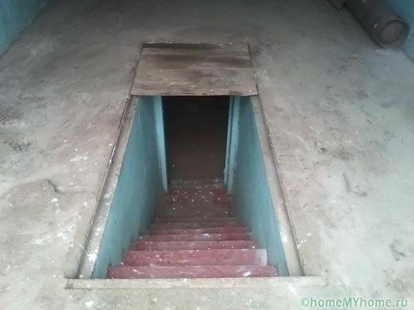 Изба под гаража