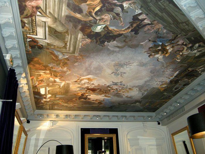 Всяко изображение, библейски мотиви, картини от Ренесанса - всичко, за да отговаря напълно на стила на стаята