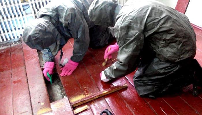 Преди почистване може да се наложи дори да демонтирате подовата настилка