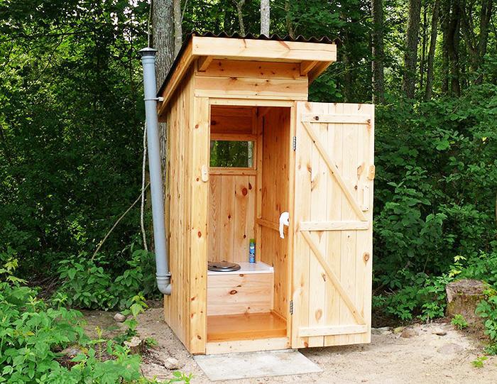 За селска тоалетна е препоръчително да инсталирате изпускателна система