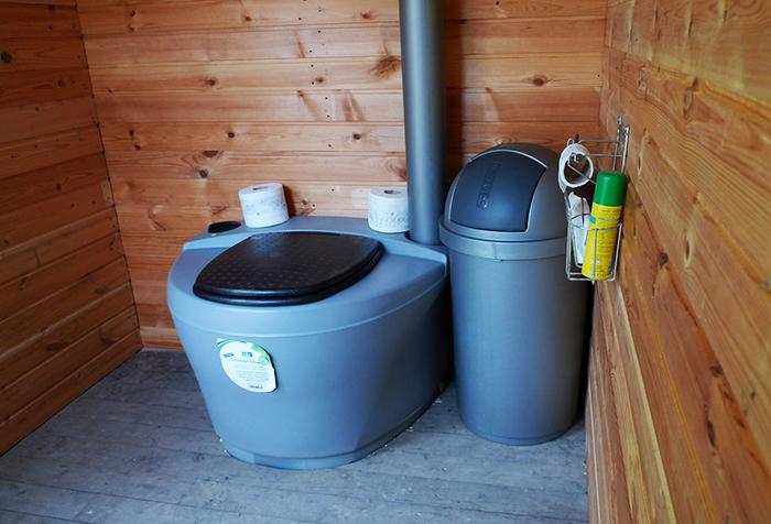 Тези тоалетни могат да бъдат инсталирани по улиците и в помощните помещения.