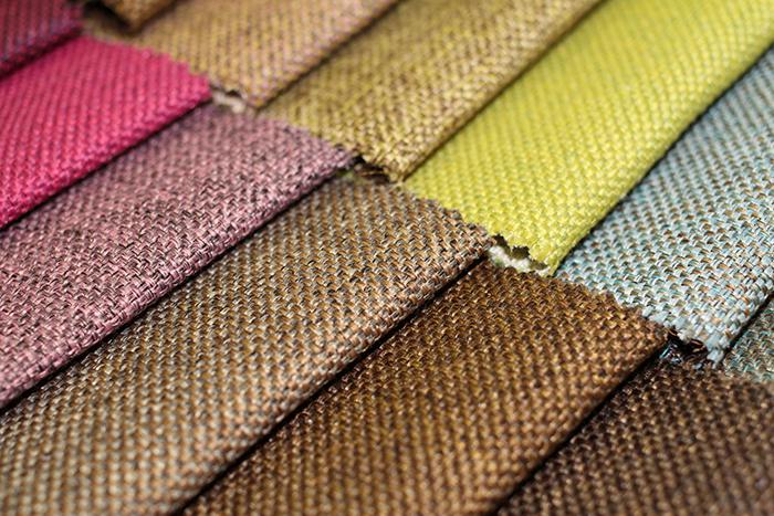 Рогоза имитира грубата текстура на чул, може да бъде обикновена или многоцветна, подходяща за тапицерия на мебели в селски стил
