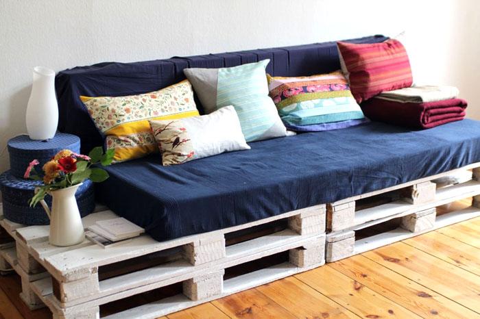 Miejsce do spania i sofa 2 w 1 doskonale sprawdzą się w mieszkaniach jednopokojowych, w których występuje poważny niedobór wolnej przestrzeni