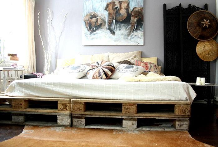 Spektakularny projekt łóżka z palet wygląda oryginalnie nawet po niedokończonej renowacji