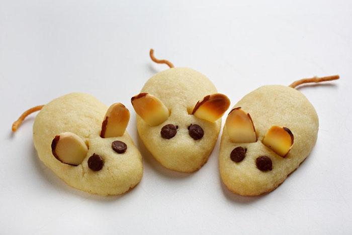 Опашките на мишката могат да бъдат направени от едно и също тесто